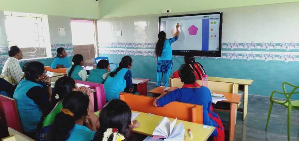 Interactive lesson for smart classroom