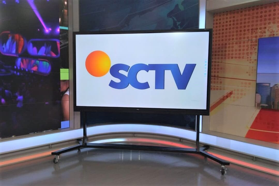 SCTV Live Broadcast Studio with newline touch display