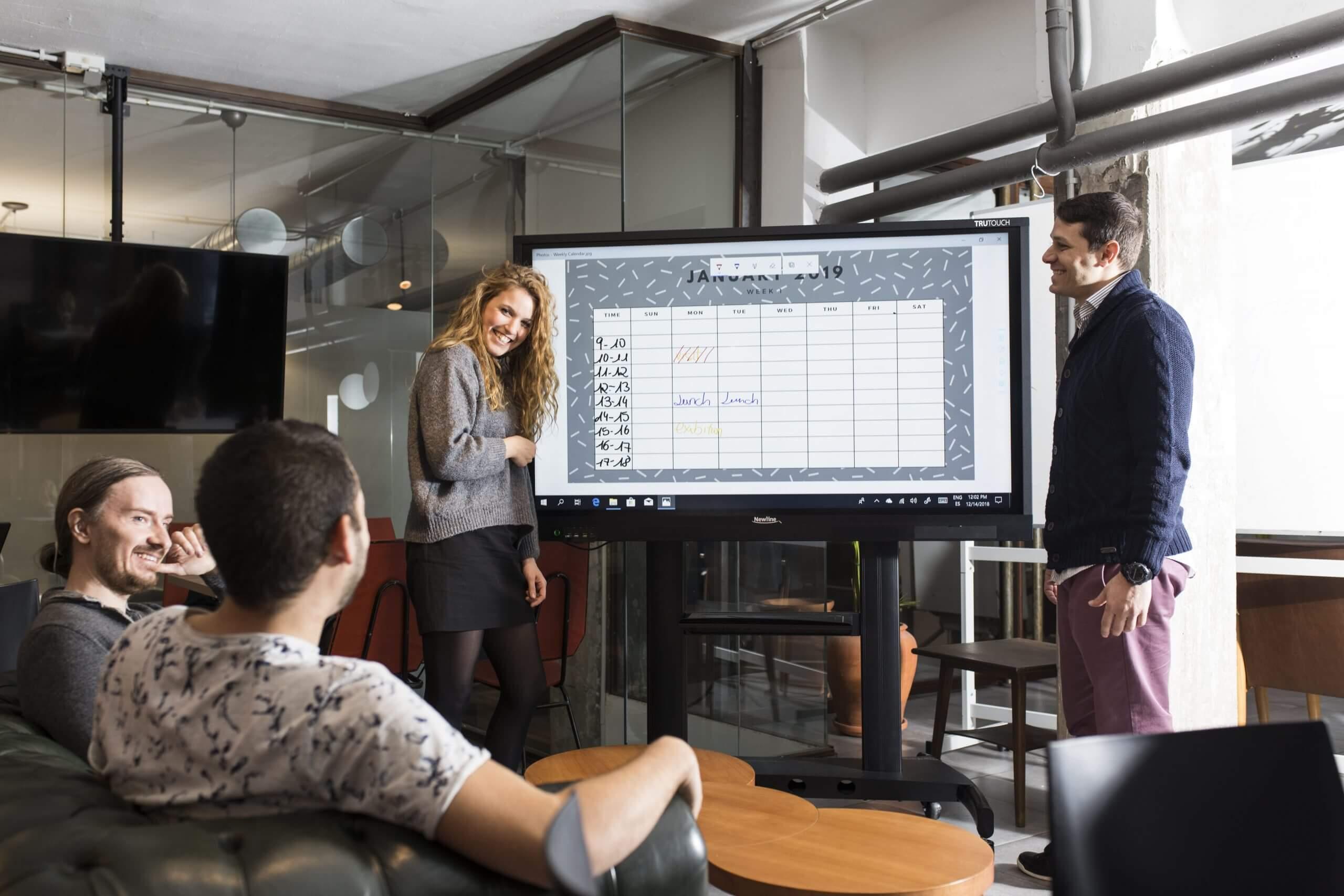 5 ventajas de la pantalla interactiva para empresas