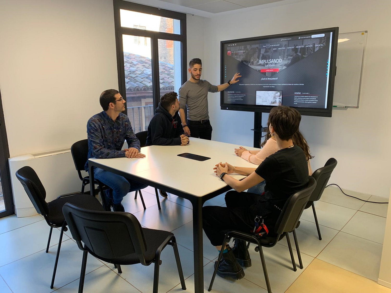 Newline Interactive Displays in Bloquetech