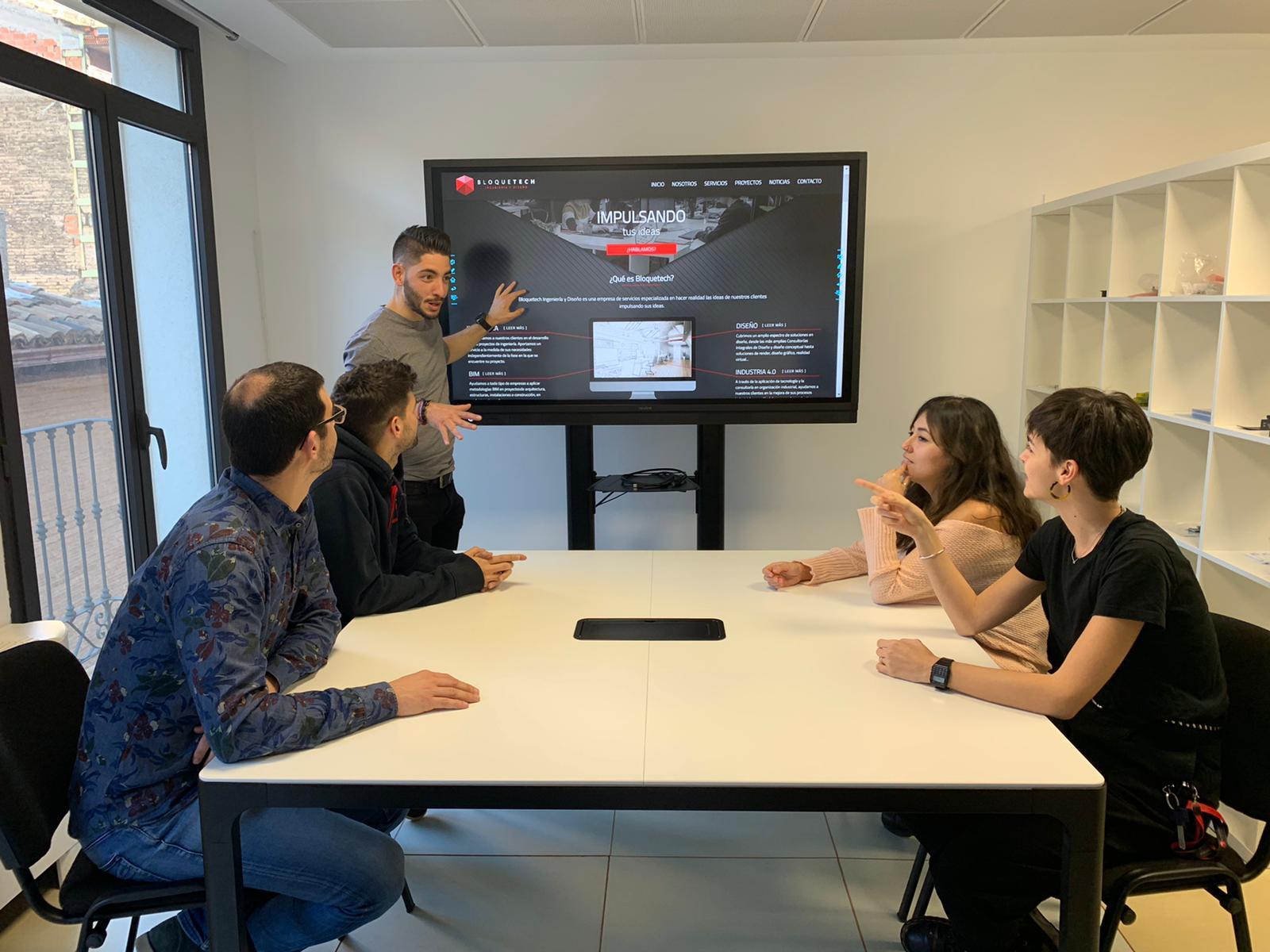 Pantallas interactivas Newline en Bloquetech