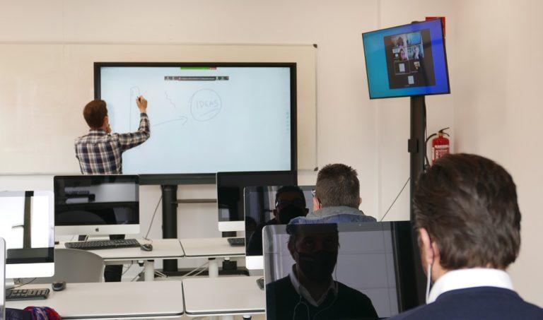 Las pantallas interactivas Newline RS+ se incorporan a las aulas de ESNE